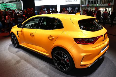 2018 Renault Megane RS Breaks Cover With Alpine A110's ...
