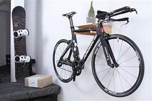 Fahrrad Wandhalterung Design : berlin h lzerne fahrrad halter fahrrad wandhalterung von twonee fahrradhalterungen pinterest ~ Frokenaadalensverden.com Haus und Dekorationen