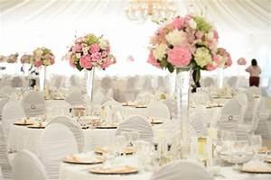 Deko Für Hochzeit : beispiele f r blumen auf runden tischen f r die hochzeit ~ Markanthonyermac.com Haus und Dekorationen