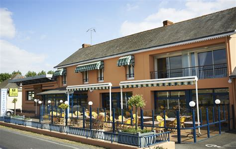 cuisine angers seafood restaurant au poisson between angers and nantes