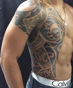 Maorie Tattoo Oberarm : 37 oberarm tattoo ideen fr mnner maori und tribal motivetattoo vorlagen mann ~ Frokenaadalensverden.com Haus und Dekorationen