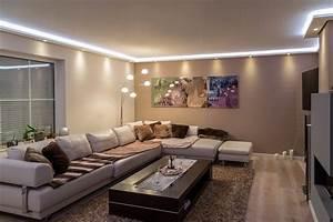 Led Beleuchtung Wohnzimmer : stuckleisten lichtprofil f r indirekte led beleuchtung von wand und decke stuckleiste aus ~ Buech-reservation.com Haus und Dekorationen