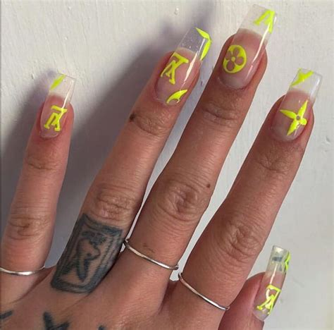 Pin de m o o n en esmalte para piel morena uñas de gel image size = 720x960 file type = jpg source image @ pinterest.dk download image. @jimenaamirandac 🐚 (con imágenes)   Manicura de uñas, Uñas de gel, Gel de uñas