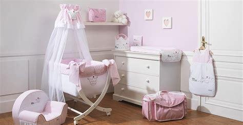 chambre de bebe fille blanc  rose pale broderie couronne de princesse collection princesse