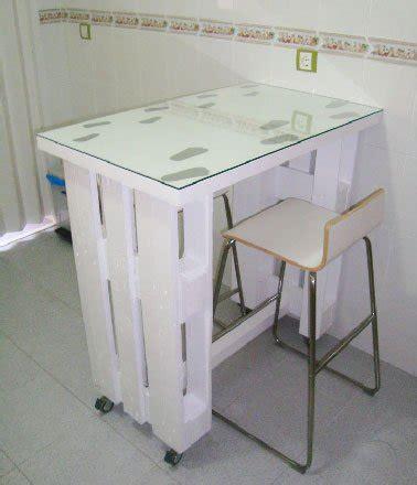 table cuisine palette table palette sur roulettes dans cuisine studio