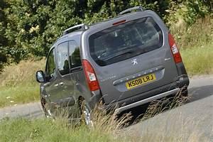 Peugeot Partner Tepee Versions : peugeot partner tepee outdoor citroen berlingo vs peugeot tepee auto express ~ Medecine-chirurgie-esthetiques.com Avis de Voitures