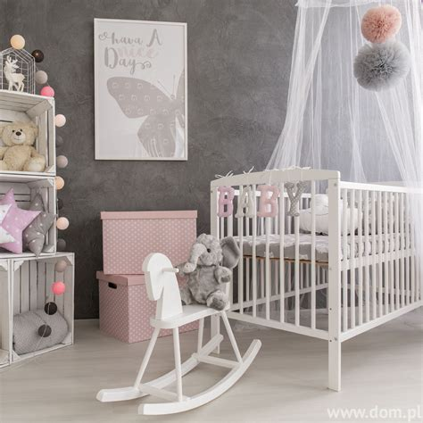 photo chambre bébé fille szary pokój niemowlaka kojące aranżacje dla najmłodszych