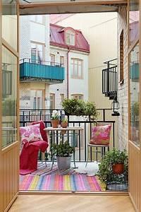 Balkongestaltung 50 fantastische beispiele for Balkon teppich mit tapeten und stoffe passend
