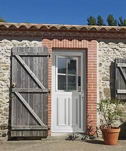 portes d39entree pvc hirondelle ob1 swao With porte de garage et porte a petit carreaux