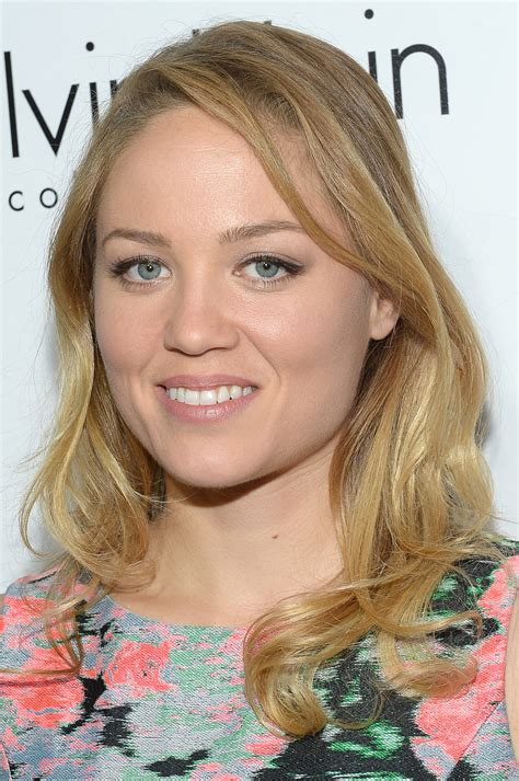 Erika Christensen Stuck To The Basics With Very Light Makeup And Soft Reese Goes Lea