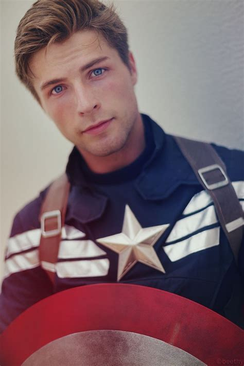 20 Extremely Real Mcu Cosplays Of Fans Who Took It To