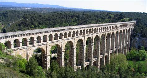 chambres hotes marseille chambres d 39 hôtes les roches rouges un aqueduc historique