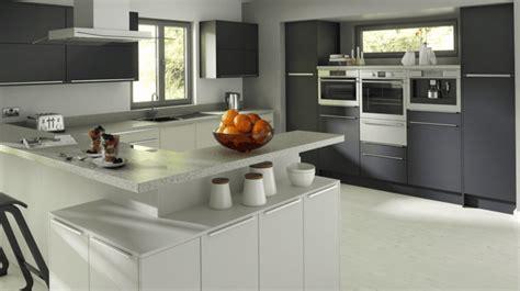 cuisine grise et blanc davaus modele cuisine gris et blanc avec des idées