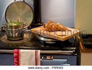 Herd Auf Englisch : dampfend hei en platte braten gem se wird am sonntag zum mittagessen am tisch serviert stockfoto ~ Orissabook.com Haus und Dekorationen