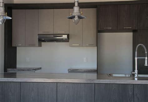 cuisine en m駘amine armoire de cuisine mélamine grise et bois
