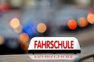 Ab Wieviel Uhr Rasenmähen : ab ans lenkrad wie viel kostet der f hrerschein in freiburg freiburg ~ Frokenaadalensverden.com Haus und Dekorationen