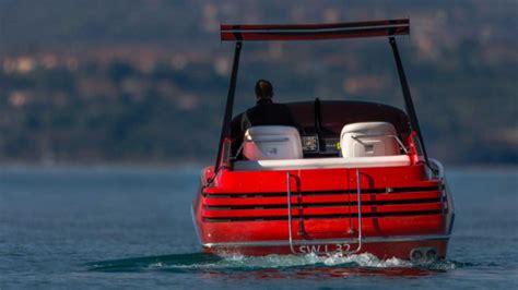 Ferrari hydroplane scale model the ferrari of the waters: Remember That Time Ferrari Made A Twin-V8 Speedboat?   Motorious