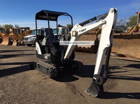 bobcat  mini excavator kabota diesel rubber tracks  digging bucket