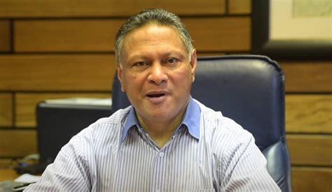 breaking mondays public servants strike   called