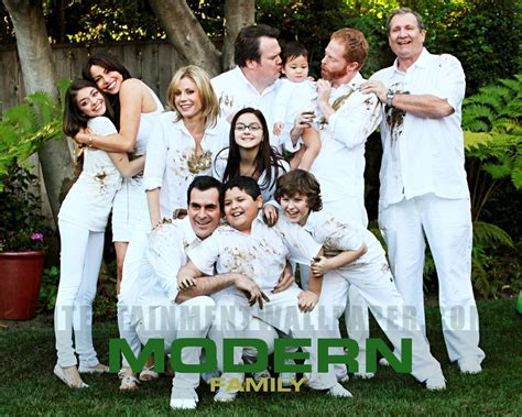 modern family modern family wallpaper 18274804 fanpop