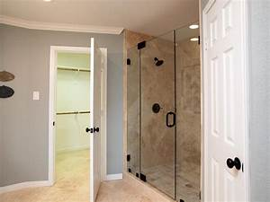 Fixer Upper Badezimmer : fixer upper 39 s best bathroom flips hgtv 39 s fixer upper with chip and joanna gaines hgtv ~ Orissabook.com Haus und Dekorationen