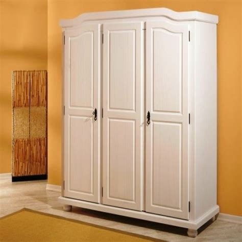 chambre en pin idée armoire de chambre en pin massif