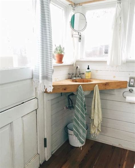Tiny Bathrooms Ideas by Best 25 Small Cabin Bathroom Ideas On Cabin