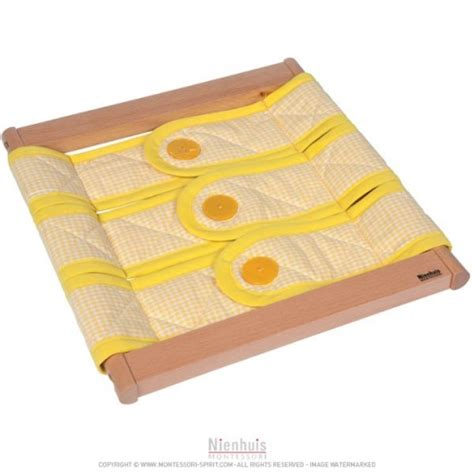 cadre d habillage montessori cadre d habillage 3 boutons montessori spirit