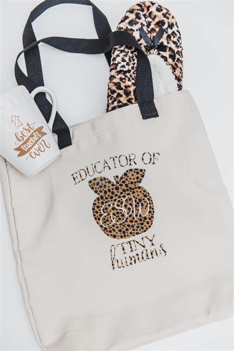 diy monogram tote bag  teachers cricut explore air  sew  ado