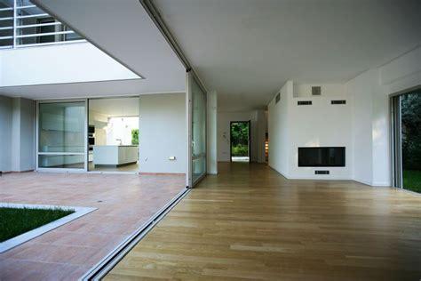 Suburban Haus Mit Atrium
