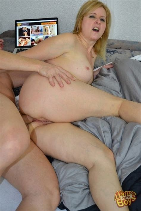 Amateurs Mommy Found Porn On Your Pc And Isnt Happy