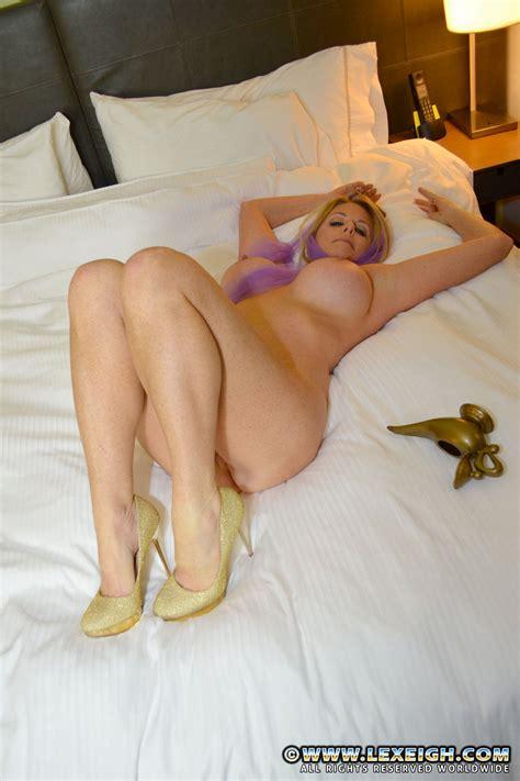Milf Lexeigh Flaunt Her Yummy Muffin Milf Fox