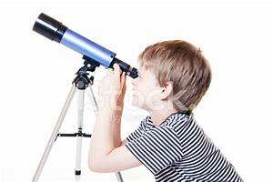 Niño Mirando Estrellas Niño Mirando Telescopio fotografías de stock FreeImages