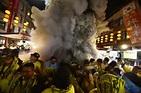 「根本就是神蹟」!大甲媽祖新港遶境 鞭炮濃煙驚見「虎爺」顯靈-風傳媒
