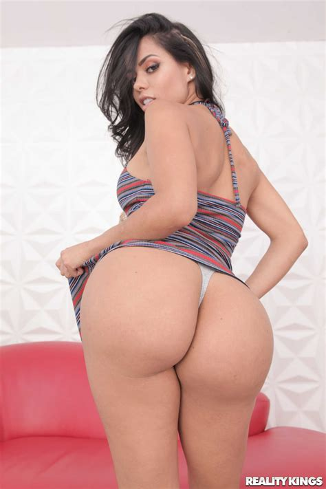 Curvy Latina Canela Skin Takes Enormous Dong Up Her