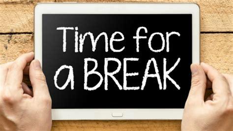 apakah waktu istirahat karyawan dihitung  jam kerja