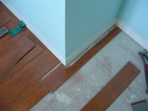 cut laminate flooring with table saw laminate flooring cutting laminate flooring with saw