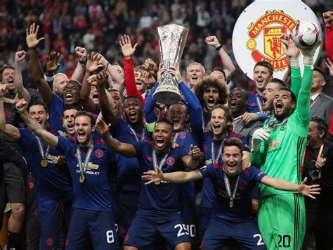 Manchester United pip Real Madrid to keep top spot in ...
