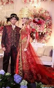 gaun muslim model kebaya pengantin yang sering digunakan artis