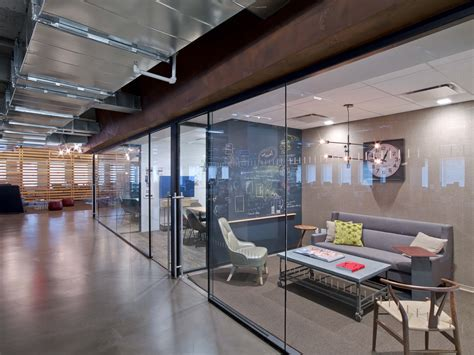 Office Room : Condé Nast Entertainment's Rustic, Open Nyc Office