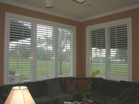 how to clean plantation shutters kitchen plantation shutter blinds strangetowne 7220
