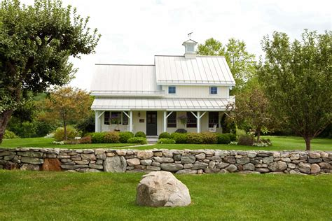 small barn home plans   sq ft