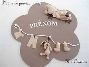 Plaque de porte en bois avec bebe et decoration en fimo for Deco chambre enfant avec fenetre cintree bois