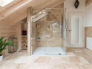 Natursteinfliesen Wand Wohnzimmer : naturstein im bad ~ Sanjose-hotels-ca.com Haus und Dekorationen