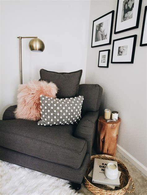 Big Comfy Bedroom Chairs by Best 25 Comfy Reading Chair Ideas On Comfy