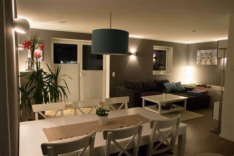 2 Wände Farbig Streichen Welche by Wohnzimmer Streichen Welche Farbe Frisch Fotostrecke W 228 Nde