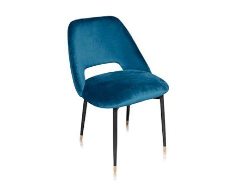la chaise et bleu la chaise healey une chaise en velours dans le style des