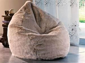 Pouf Fausse Fourrure : shopping hivernal pour les dingues de fourrure poufs poires pouf et poires ~ Teatrodelosmanantiales.com Idées de Décoration