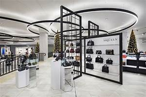 Visual Merchandising Einzelhandel : featuring a restrained monochrome palette and premium finishes the design elevates the store ~ Markanthonyermac.com Haus und Dekorationen