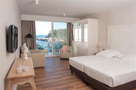 habitacion  terraza privada  vistas al mar en la costa brava hotel aiguablava